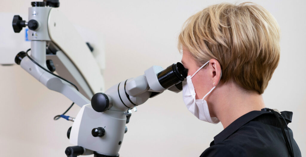 Operations-Mikroskop